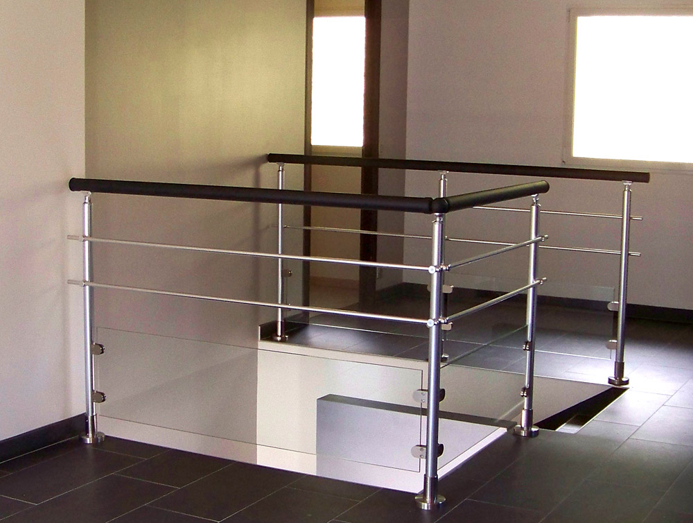 Garde-corps alu finition inox avec main-courante gris anthracite